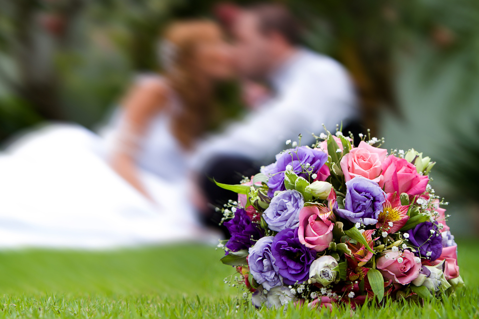 beautiful-bouquet-with-groom-and-bride-at-back-1374339-1918x1278